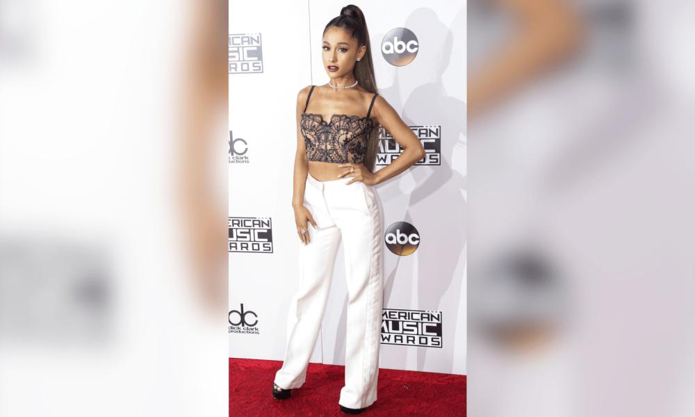 Ariana Grande Breaks Down In Tears On 'The Voice'